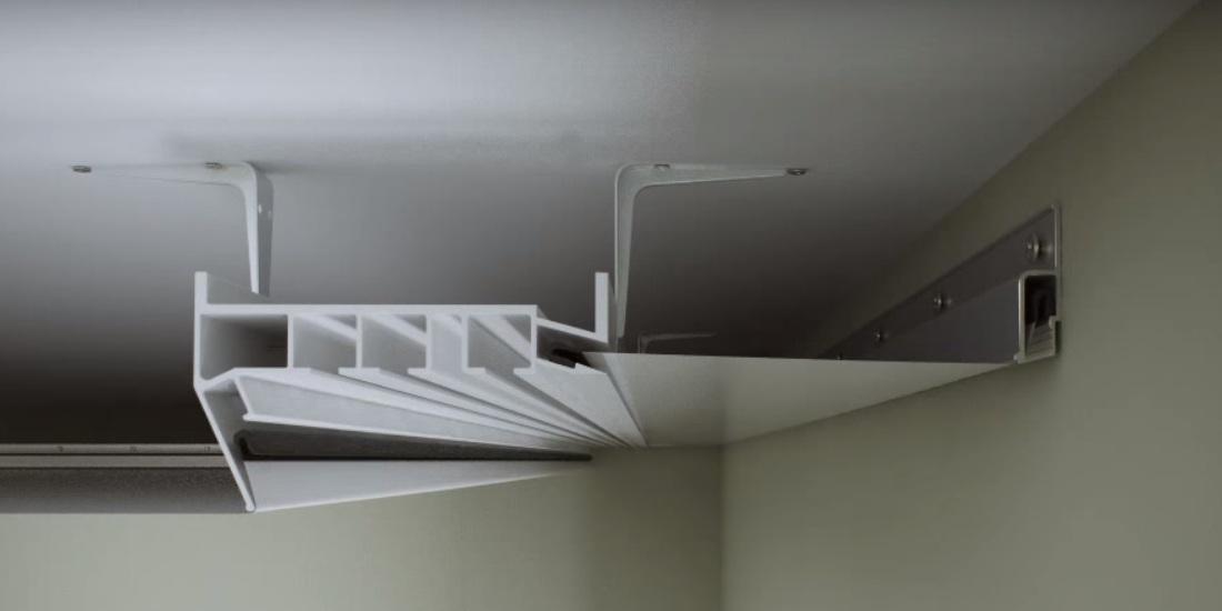 Скрытая гардина натяжной потолок